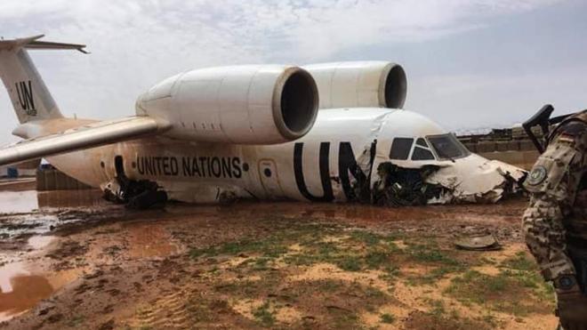 Семеро граждан России пострадали при жесткой посадке самолета в Мали