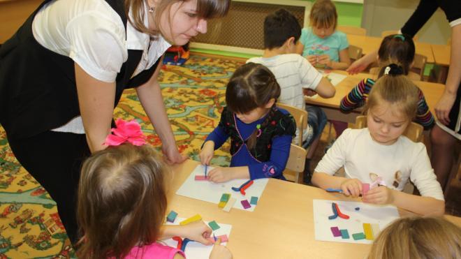 Дмитрий Никулин и Геннадий Орлов поздравили воспитателей с праздником
