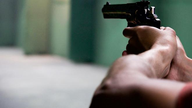 На Бухарестской мужчина пять раз выстрелил из-за нежелания стоять в очереди к кассе