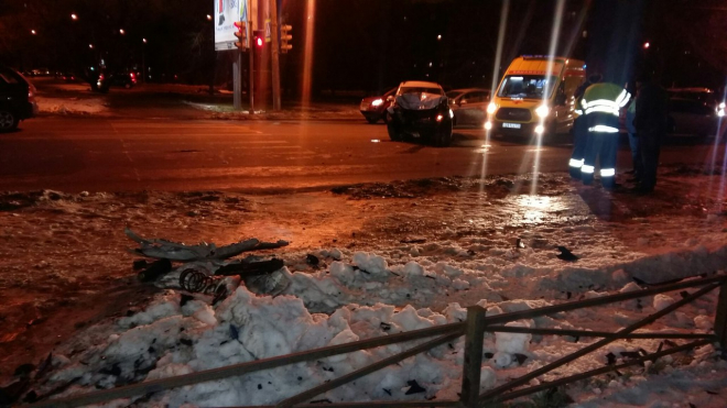 На проспекте Народного ополчения произошло жуткое ДТП с пострадавшими