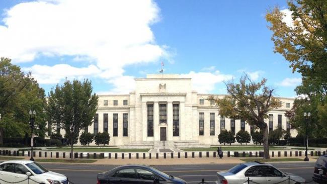 ФРС улучшила прогноз кризисного спада экономики США в 2020 г.