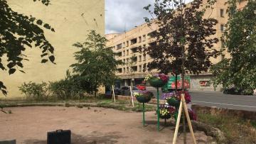 В сквере на улице Лабутина продолжаются работы по благоустройству