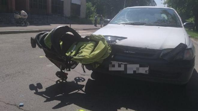 В Железногорске Красноярского края водитель сбил женщину с коляской и двумя детьми