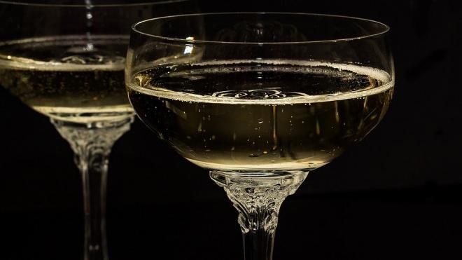 В Ленобласти предложили продлить время продажи шампанского в праздники