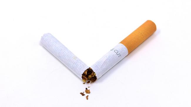 Минздрав: цены на сигареты заставят людей бросить курить
