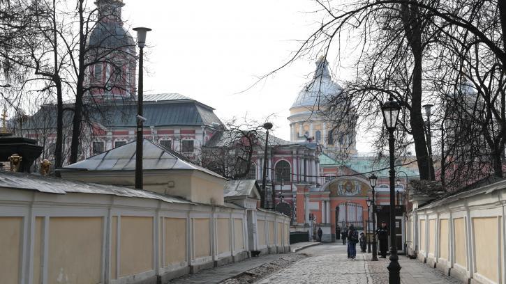 Работы по реставрации фасадов Благовещенской церкви Александро-Невской лавры завершат к началу сентября