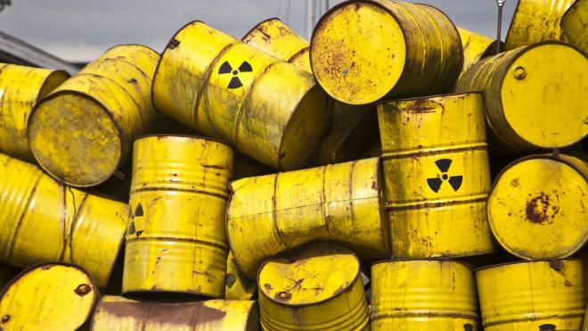 """В Петербург прибыло судно с урановыми """"хвостами"""""""