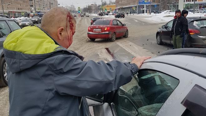 На Володарском мосту произошло ДТП: есть пострадавшие