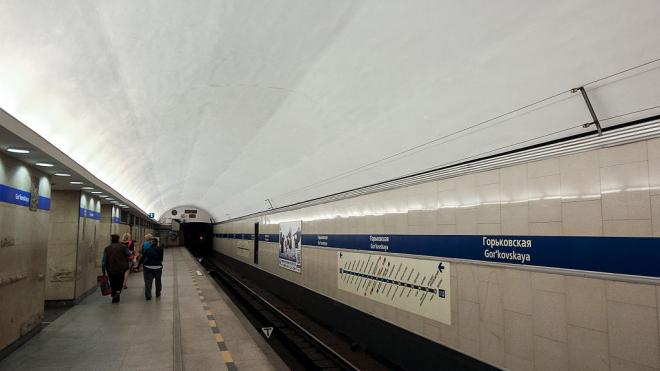 """""""Горьковскую"""" закрыли для пассажиров на вход и выход"""