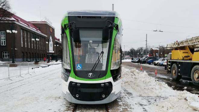 """Тестовый трамвай """"Корсар"""" переезжает в Петербург из Калининграда"""