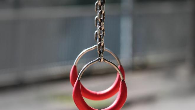 В Петербурге прокуратура нашла травмоопасные для детей площадки