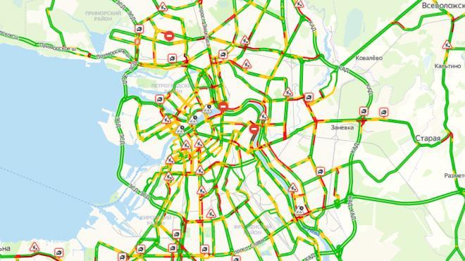 Во вторник утренний Петербург сковали пробки в 6 баллов
