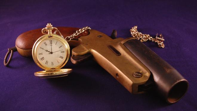 Выборжец нашел раритетный пистолет под полом своей квартиры