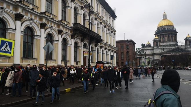 На акции в поддержку Навального в Петербурге начались задержания