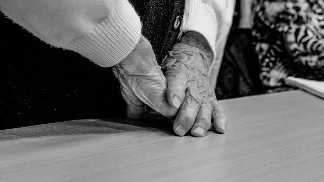 В Петергофе нашли труп старушки с окровавленным ртом