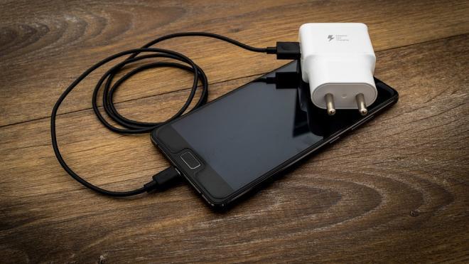 Названы семь способов решения проблем с зарядкой смартфона