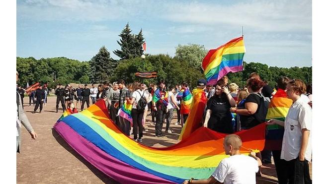 На участников ЛГБТ-акции на Марсовом поле совершили нападение