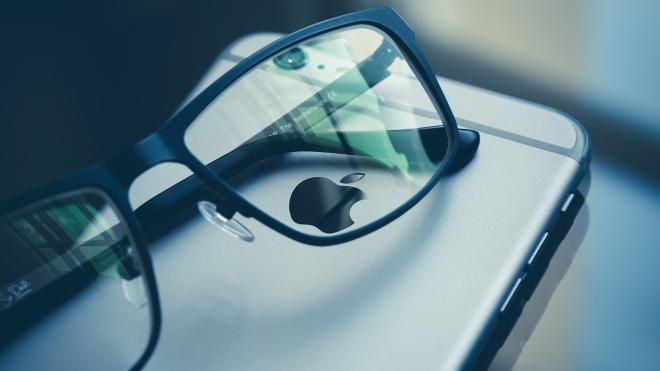 """Двое неизвестных с угрозами """"разбить очки"""" отобрали у мужчины смартфон"""
