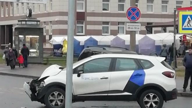 """""""Третий"""" за сутки каршеринг попал в ДТП в Петербурге"""