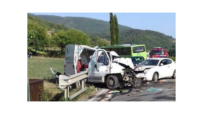 В Италии в массовой аварии травмированы около 60 человек