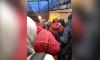 """Огромная очередь столпилась у входа в вестибюль станции метро """"Девяткино"""""""