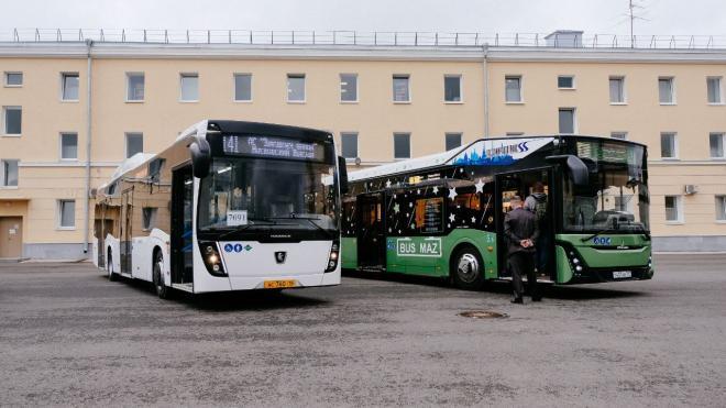 В Петербурге протестировали две новые модели автобусов на экологичном топливе