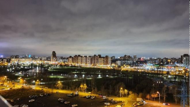 В парке Интернационалистов впервые включили недавно установленное освещение