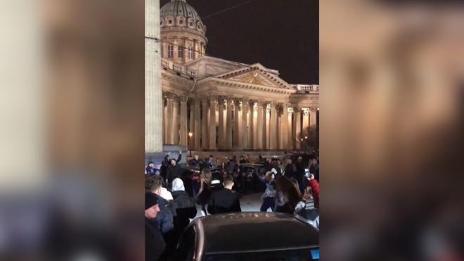 Шесть человек привлекли к ответственности за вечеринку у Казанского собора