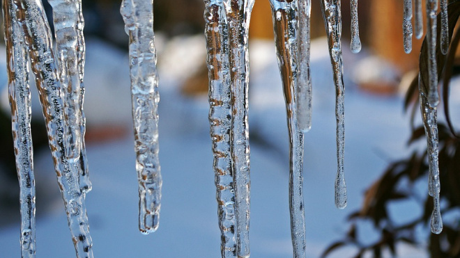 Из-за гололеда и наледи в Петербурге за зиму пострадали более 4 тысяч человек