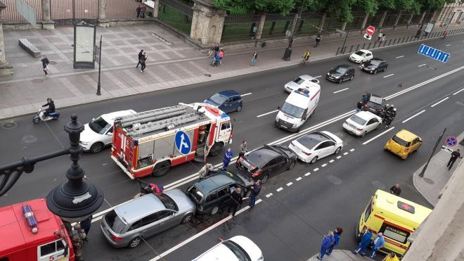 На Московском шоссе произошло ДТП с участием 6 машин