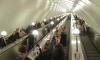 В метро Петербурга поймали подростка-хулигана, отрывавшего плафоны в вагоне