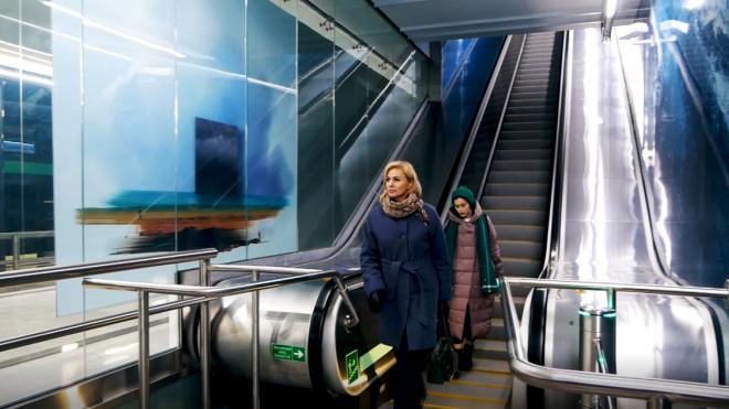В метро рассказали, для чего на ступенях эскалатора желтые кромки
