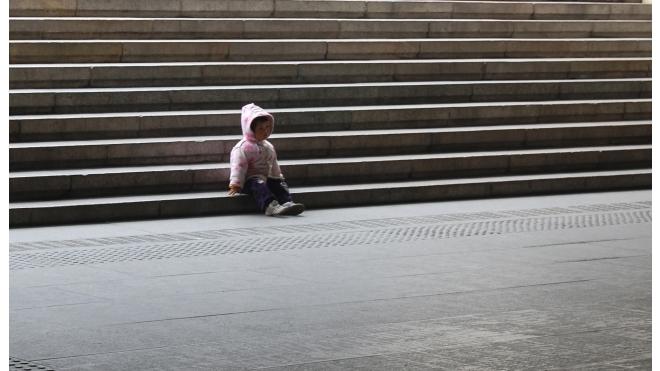 В Петербурге женщина оставила сына чужой семье и исчезла