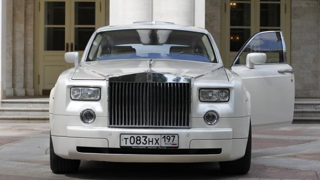 """Петербургский суд отпустил водителя Rolls-Royce, избившего активиста """"СтопХама"""""""