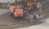 На проспекте Художников поливальная машина провалилась под асфальт