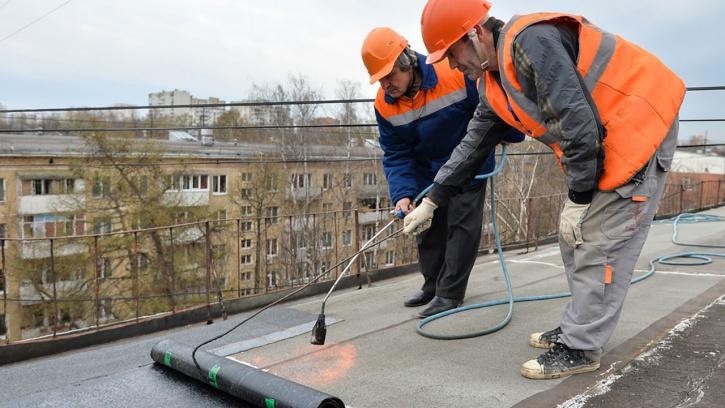 В Красногвардейском районе провели проверку капитального ремонта крыш