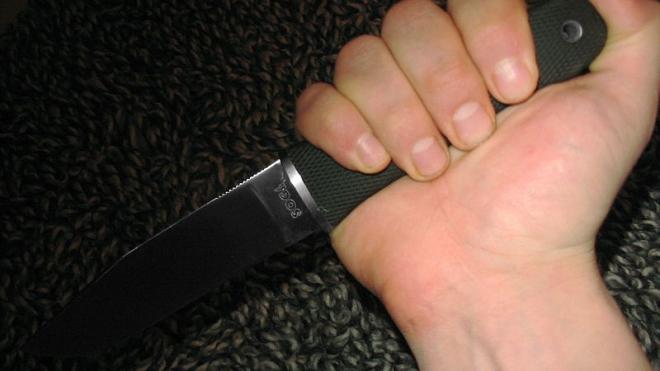 На улице Шелгунова приятель пырнул 23-летнего знакомого ножом