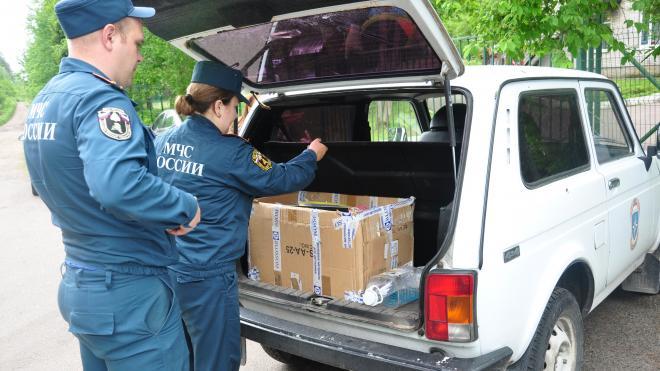Сотрудники МЧС передали подарки в интернат в Выборгском районе