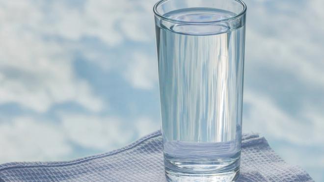 Роспотребнадзор: питьевая вода в Петербурге соответствует нормативам