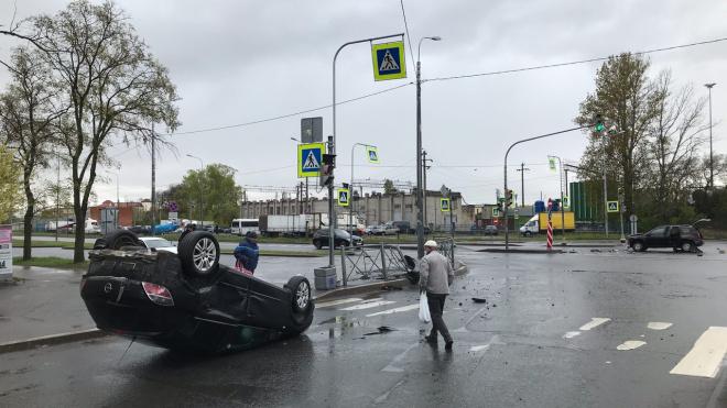 """Торопливый Renault уложил """"на лопатки"""" Opel на Белевском проспекте"""