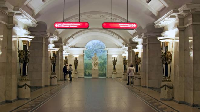 """""""Пушкинскую"""" и переход на """"Звенигородскую"""" закрыли для пассажиров"""