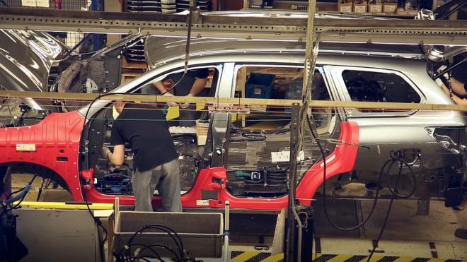 Завод Nissan в Петербурге на неделю приостановит производство автомобилей