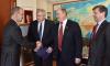 Зюганов заигрывает с послом США накануне выборов