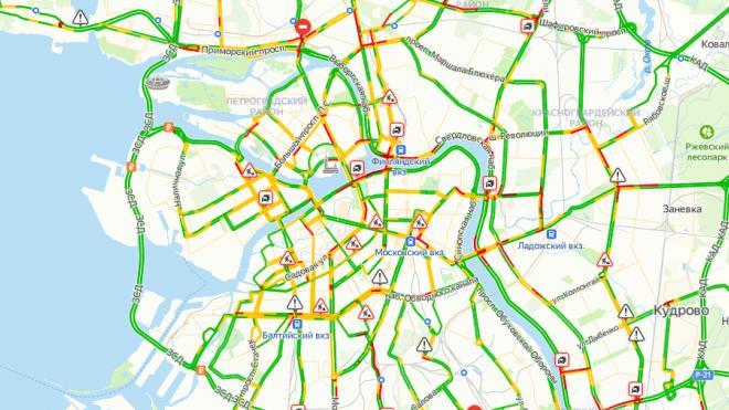 В понедельник в Петербурге на дорогах зафиксировали пробки в 4 балла