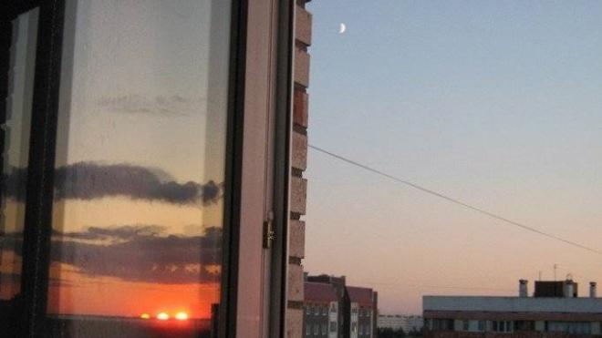 17-летняя петербурженка заговорилась по телефону и свалилась с балкона