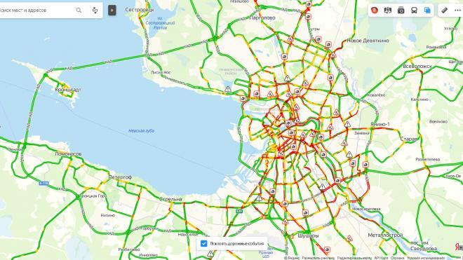 В Петербурге вечером ситуацию на дорогах оценили в 8 баллов