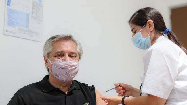 """Президенту Аргентины сделана прививка вакциной """"Спутник V"""""""