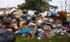 """Власти Сургута дают жителям """"урок чистоты"""": решили не убирать мусор"""