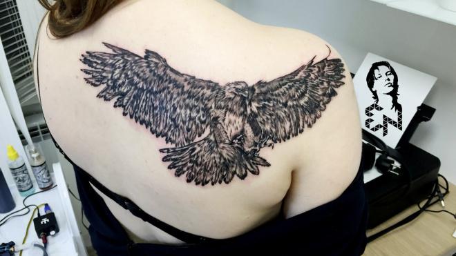 В Ленобласти разыскивают женщину с татуировкой орла