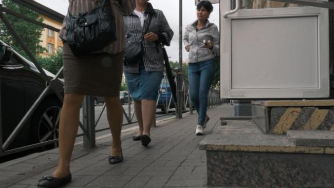 Стало известно, почему на Большой Зелениной узкие тротуары